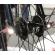 Система освещения, которая монтируется на механизм быстросъёмного крепления колеса
